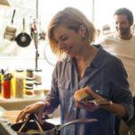 Cucinare insieme aiuta la coppia